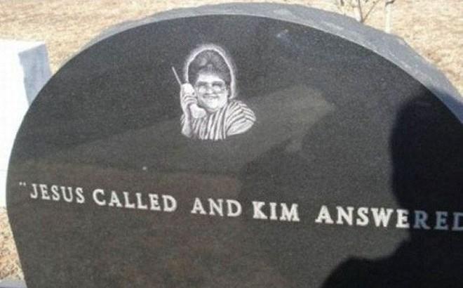 Những câu nói 'cực lầy' khắc trên bia mộ khiến Thượng đế cũng phải cười khi đọc được