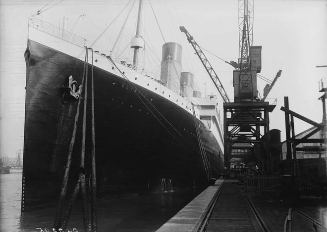 Không có bất kỳ ai trong số 30 kỹ sư của tàu Titanic sống sót. Họ đã tiếp tục làm việc cho đến những giây phút hoạt động cuối cùng của con tàu với hy vọng tất cả hành khách sẽ được cứu sống.