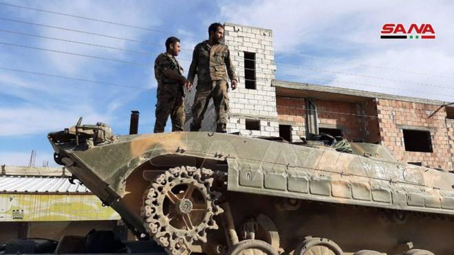 Xe quân sự Mỹ bị tấn công tới tấp, S-300, S-400 Nga tê liệt trên toàn lãnh thổ Syria - Ảnh 14.