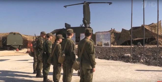 Lính tên lửa, radar Nga ở Syria lăm lăm súng AK: Sẵn sàng cho tình huống xấu ở Khmeimim? - Ảnh 5.
