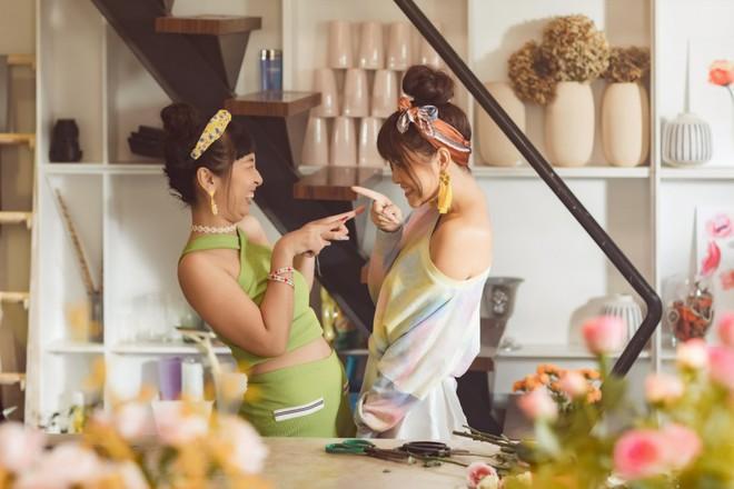 Phạm Quỳnh Anh hóa gái ế, cùng Trang Hý bày chiêu tán tỉnh trai đẹp - Ảnh 3.