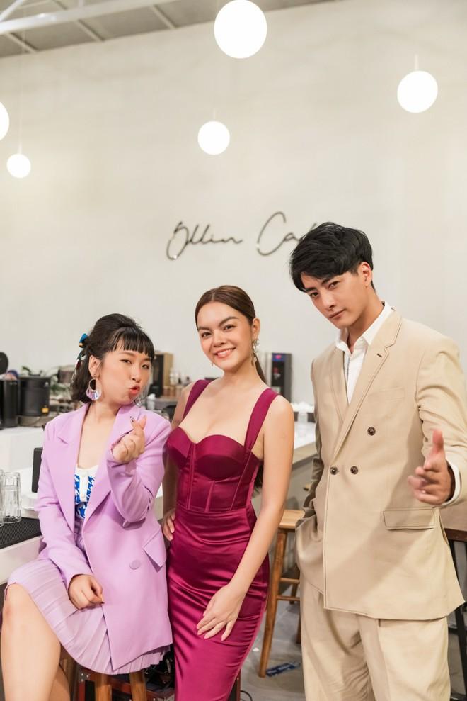 Phạm Quỳnh Anh hóa gái ế, cùng Trang Hý bày chiêu tán tỉnh trai đẹp - Ảnh 9.