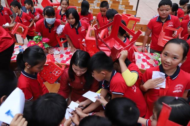 Sao Mai Nguyễn Vũ Hà Giang: Góp 1 cuốn sách là chương trình giàu ý nghĩa và xúc động nhất - Ảnh 3.