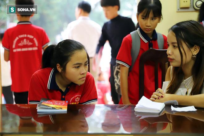 Nữ sinh lớp 9 ước một lần được bố tặng sách để có cơ hội nói lời yêu thương - Ảnh 1.