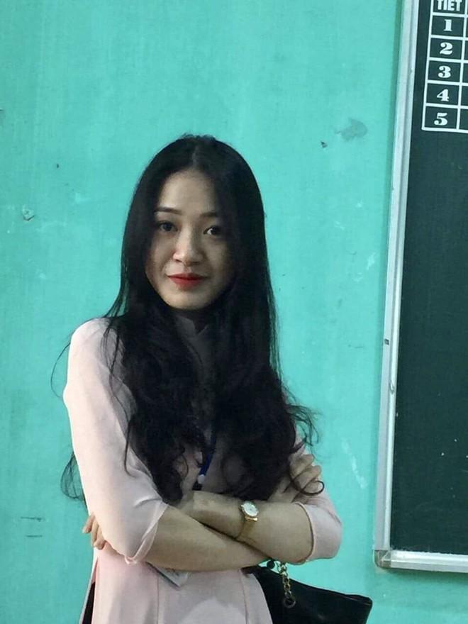 Vừa xuất hiện ở trường, nữ giáo viên đã khiến học sinh phải lén đi theo chụp ảnh - Ảnh 3.