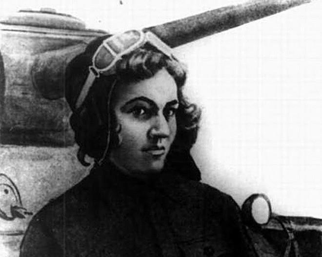 Các nữ quân nhân lái xe tăng Liên Xô khiến phát xít Đức khiếp sợ - Ảnh 2.
