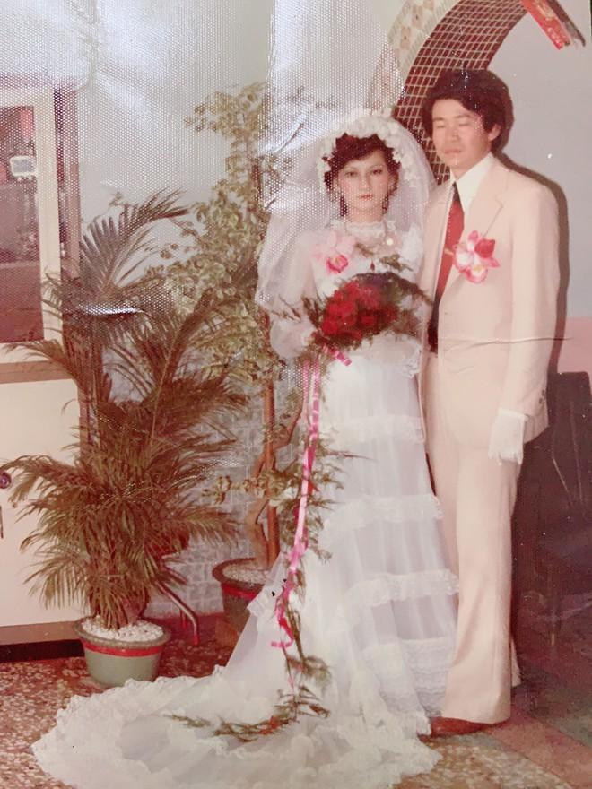 Bí quyết chinh phục cô tiểu thư nhà giàu của chàng thanh niên xa xứ: Tỏ tình mà vẫn cành cao, kết quả là một đám cưới rình rang và cuộc hôn nhân mật ngọt suốt 43 năm - Ảnh 5.