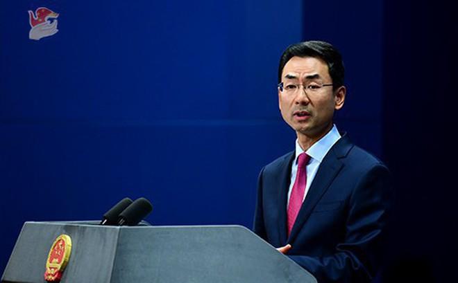 """Bị lên án hành vi hăm dọa các nước ASEAN, TQ cay cú đòi Mỹ ngưng """"hoa chân múa tay"""""""