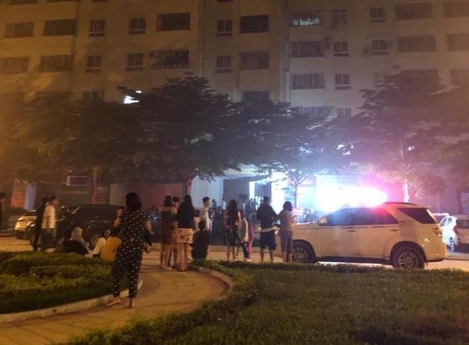 Cháy ở chung cư, hàng trăm hộ dân hoảng loạn nháo nhào tháo chạy - Ảnh 4.