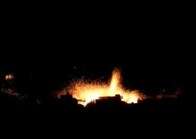"""Nga trút bom xuống Syria, kho đạn phiến quân ở Idlib nổ như """"pháo hoa"""""""