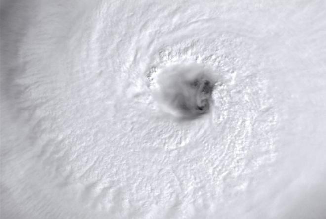 Siêu bão Hạ Long tăng tốc sức mạnh quái vật: Bão đang di chuyển về phía nào? - Ảnh 4.