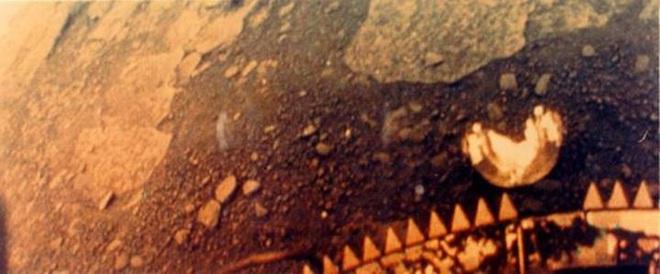 Những hình ảnh bề mặt sao Kim đầu tiên từ hành trình lịch sử Venera - Ảnh 1.