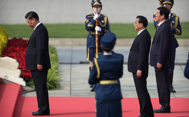 """Trung Quốc đối diện viễn cảnh đáng sợ: Tăng trưởng """"thủng đáy"""", lời hứa tham vọng của ông Tập rủi ro đổ bể"""
