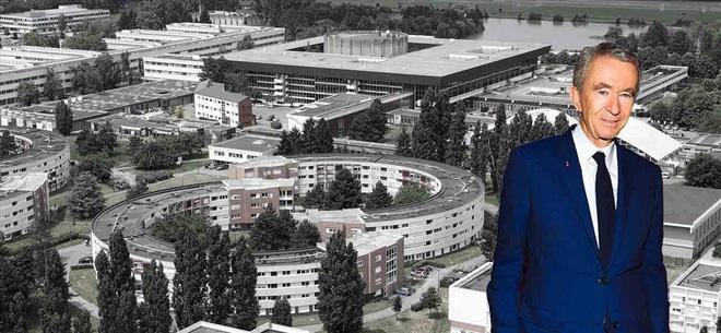Giàu hơn tỉ phú Bill Gates, ông chủ LVMH nhiều tiền đến mức nào? - Ảnh 4.