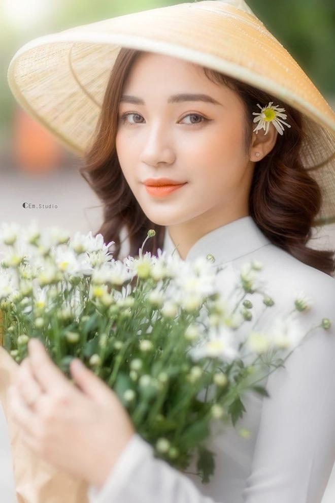 Nữ giảng viên xinh đẹp được ví như bản sao của Hòa Minzy, đến bố mẹ cũng nhầm ảnh ca sĩ là con mình - ảnh 1
