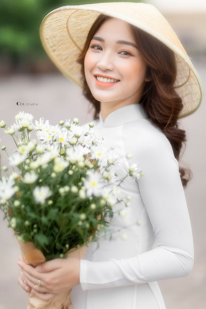 Nữ giảng viên xinh đẹp được ví như bản sao của Hòa Minzy, đến bố mẹ cũng nhầm ảnh ca sĩ là con mình - ảnh 2