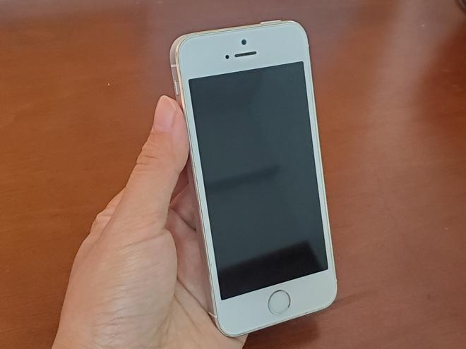 iPhone 5S đắt bỏng tay một thời xuống giá thảm, ngang ngửa chiếc điện thoại cục gạch - Ảnh 4.
