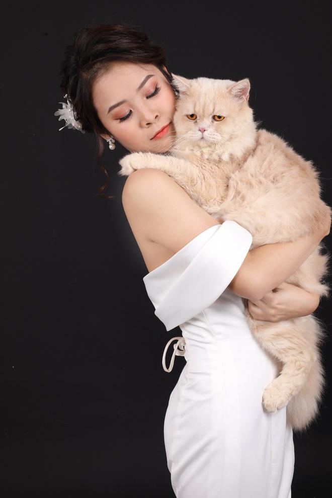 Cặp đôi chụp ảnh cưới, ánh mắt lạnh lùng của khách mời lại trở thành điểm nhấn đặc biệt - ảnh 3