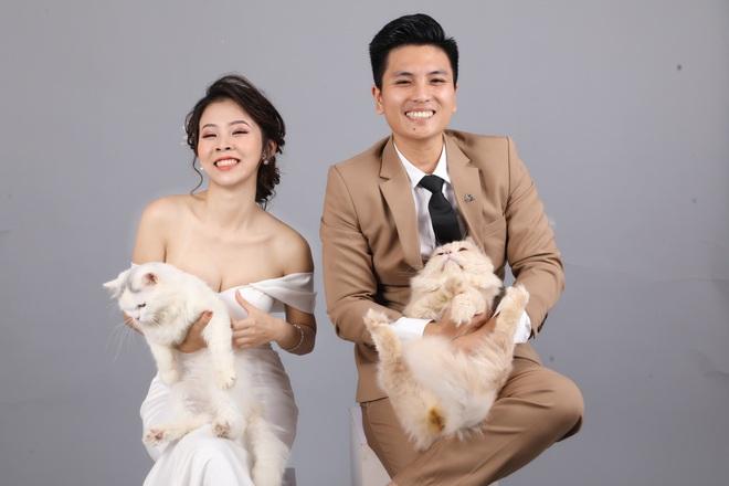 Cặp đôi chụp ảnh cưới, ánh mắt lạnh lùng của khách mời lại trở thành điểm nhấn đặc biệt - ảnh 1