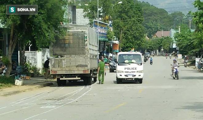 Sau cú tông với xe tải, hai chị em nữ cán bộ xã tử vong tại chỗ - Ảnh 1.