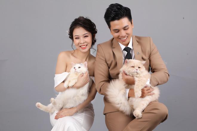 Cặp đôi chụp ảnh cưới, ánh mắt lạnh lùng của khách mời lại trở thành điểm nhấn đặc biệt - ảnh 2