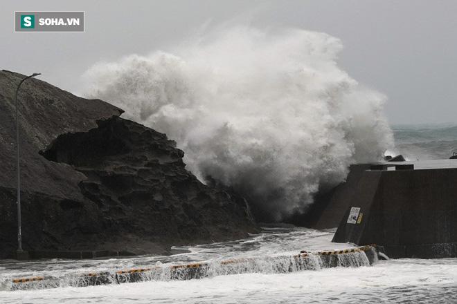 Siêu bão Hagibis dữ dội nhất thế kỷ: Trải rộng 1.400 km, nuốt chửng cả Nhật Bản - Ảnh 3.