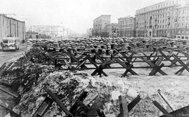 Kế hoạch bắt sống Stalin và cuộc duyệt binh huyền thoại - Ảnh 1.