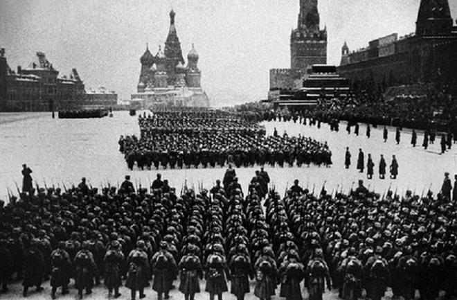 Kế hoạch bắt sống Stalin và cuộc duyệt binh huyền thoại - Ảnh 2.