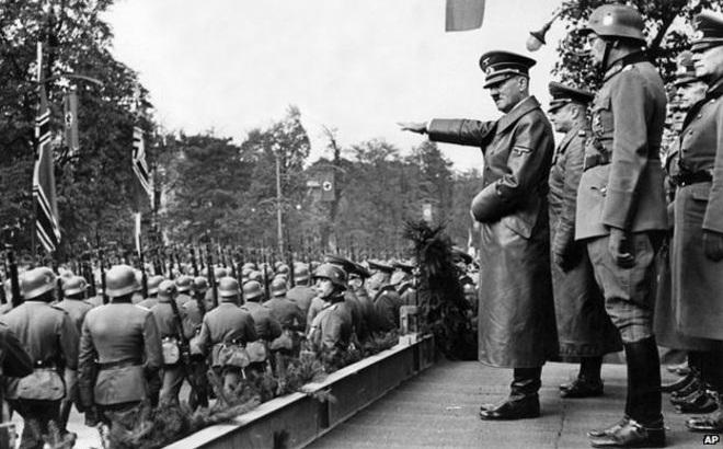 Hitler theo dõi lễ duyệt binh huyền thoại năm 1941 ra sao?