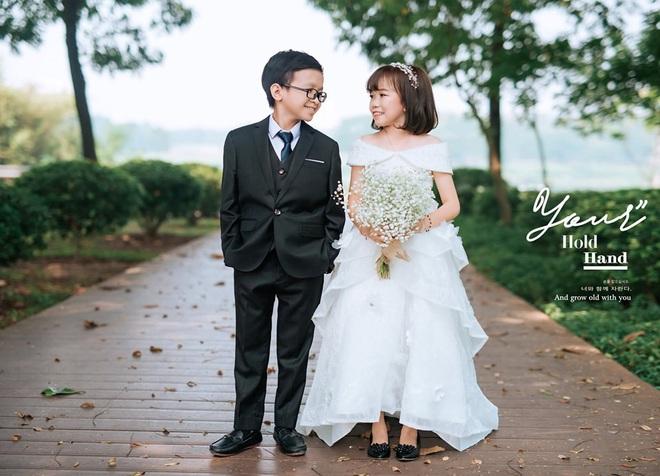 """Đám cưới của cặp đôi tí hon từng bị nhầm là """"con nít ranh"""" được tổ chức tại quê nhà, vẻ lạ lẫm của cô dâu gây chú ý - ảnh 9"""