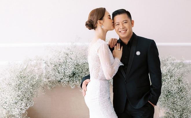 Giang Hồng Ngọc khoe ảnh cưới cùng chồng và con trai trước ngày lên xe hoa