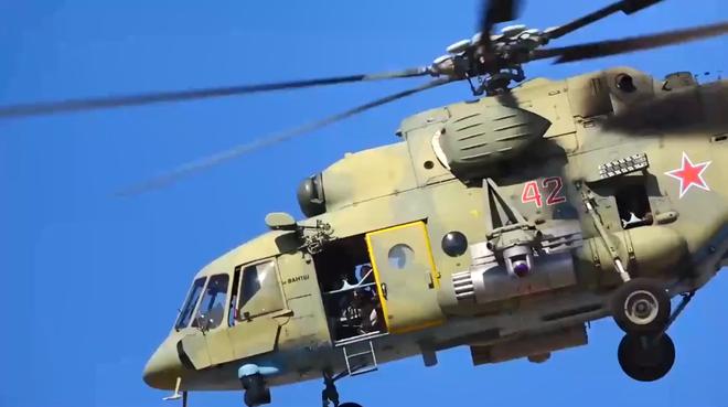 Mang rocket và bay cực thấp, trực thăng Nga thách thức mọi âm mưu phá hoại lệnh ngừng bắn - ảnh 3