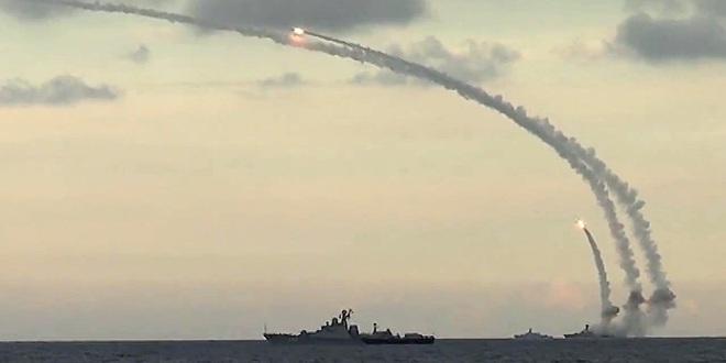 Sát thủ diệt hạm Kalibr Nga tấn công tàu chiến địch: Nổ tan xác, không thể chống đỡ! - Ảnh 2.