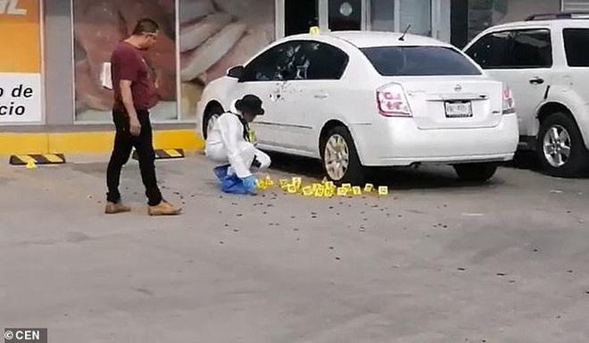 Bắt con trai trùm ma túy Mexico, cảnh sát cấp cao bị nã 150 viên đạn - Ảnh 3.