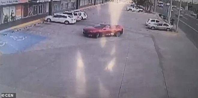 Bắt con trai trùm ma túy Mexico, cảnh sát cấp cao bị nã 150 viên đạn - Ảnh 4.