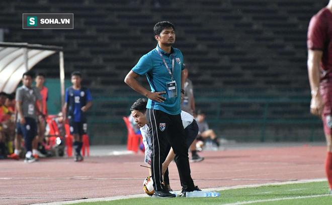 """HLV Thái Lan bàng hoàng, thừa nhận """"sai lầm tai hại"""" sau trận thua sốc Campuchia"""