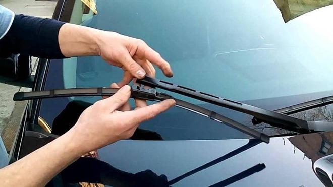 Cách xử lý các vết xước trên mặt kính ô tô đơn giản và hiệu quả - Ảnh 1.