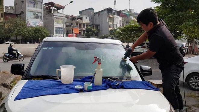Cách xử lý các vết xước trên mặt kính ô tô đơn giản và hiệu quả - Ảnh 2.