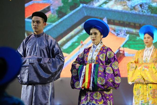Hoa hậu Thu Hoài khoe nhan sắc trẻ trung - ảnh 10
