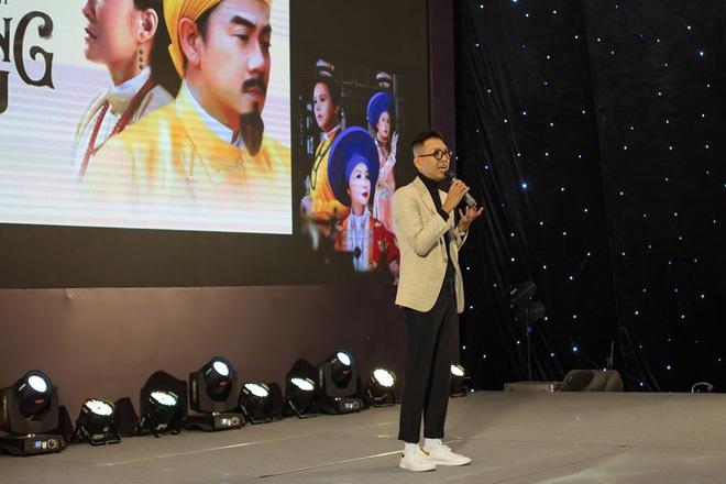 Hoa hậu Thu Hoài khoe nhan sắc trẻ trung - ảnh 11