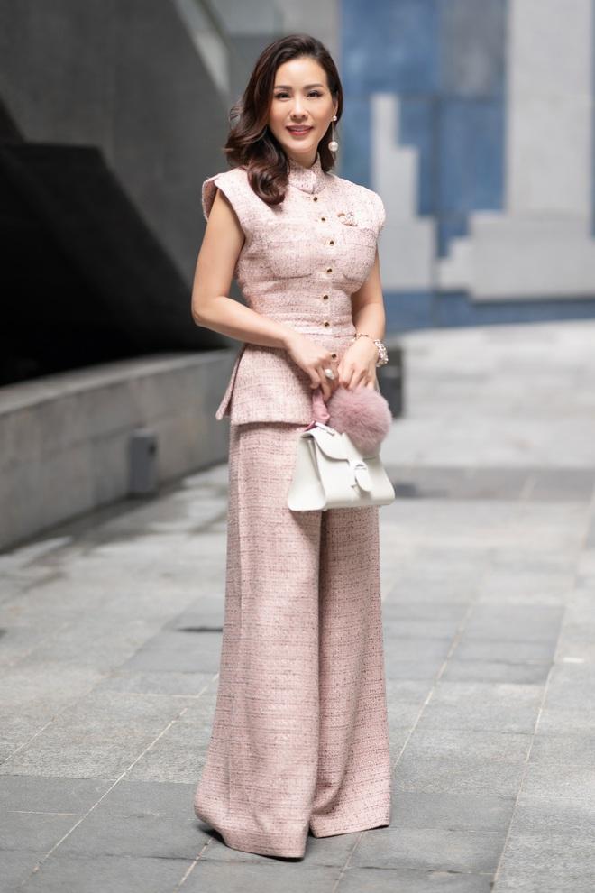 Hoa hậu Thu Hoài khoe nhan sắc trẻ trung - ảnh 5