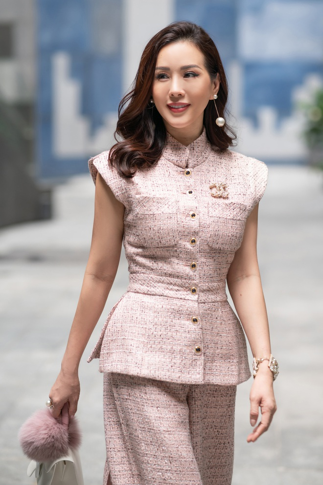 Hoa hậu Thu Hoài khoe nhan sắc trẻ trung - ảnh 4