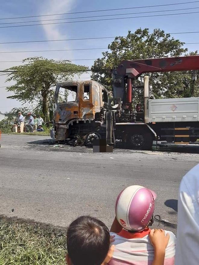 Người đàn ông chết cháy thương tâm sau va chạm kinh hoàng với xe tải - Ảnh 2.