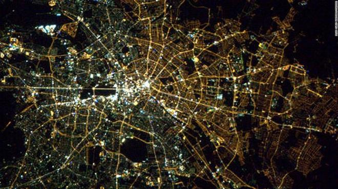 30 năm bức tường Berlin sụp đổ, vẫn nhiều khác biệt giữa miền Đông và Tây nước Đức - Ảnh 1.