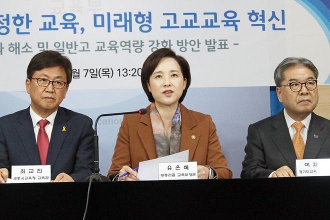 """Bộ trưởng Giáo dục Hàn Quốc Yoo Eun Hae cho biết, năm 2025 sẽ xóa bỏ những trường """"con nhà giàu"""" tại Hàn Quốc. Ảnh: Yonhap"""