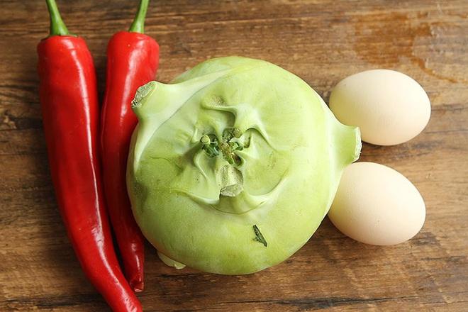Su hào xào trứng - món ăn giản dị mà ngon cho bữa cơm mùa đông - Ảnh 1.
