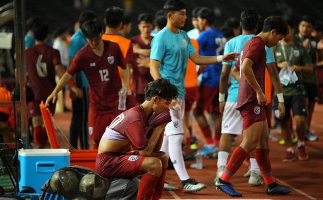 HLV Thái Lan chê U19 Campuchia câu giờ lộ liễu, CĐV phản ứng bất ngờ