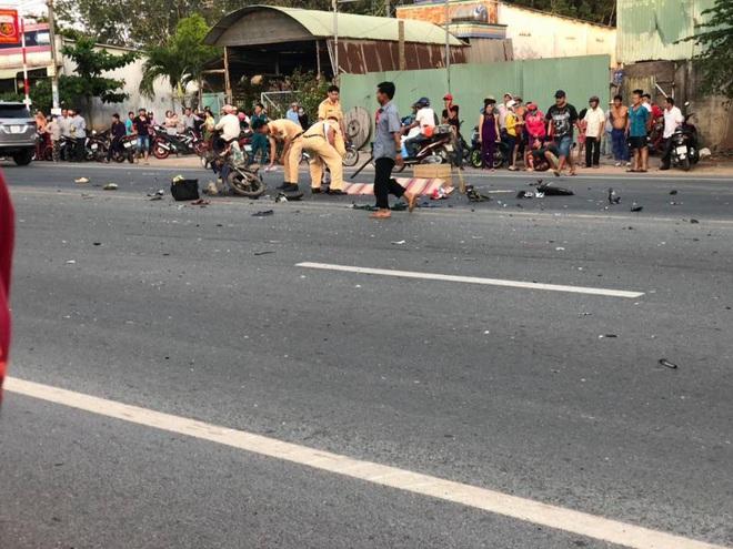 Xe máy vỡ vụn sau tiếng động lớn, 2 thanh niên tử vong tại chỗ - Ảnh 1.