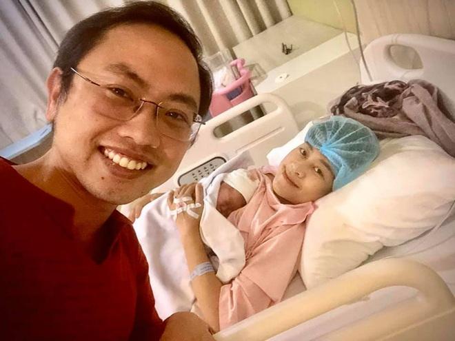 MC Phí Thùy Linh đau đẻ sát giờ bóng lăn, chồng vừa hóng con vừa cổ vũ đội tuyển Việt Nam nhiệt tình - Ảnh 2.