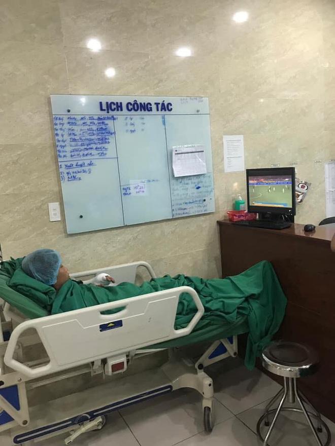 Trận chung kết và những hình ảnh xúc động từ bệnh viện: Cụ ông phẫu thuật não, thở máy vẫn cố xem! - Ảnh 4.